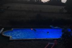 zwembad-by-night